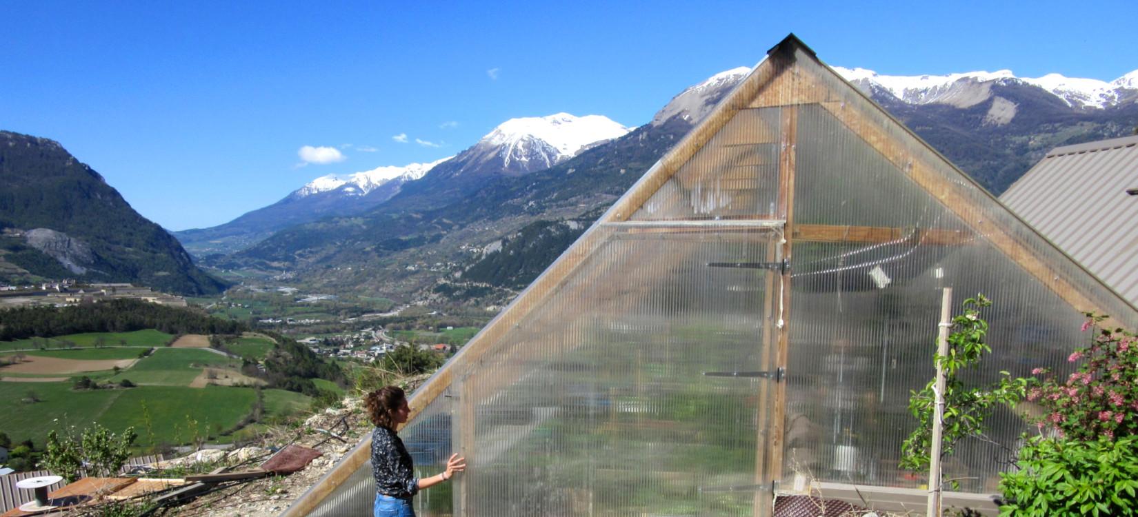 Sous le soleil provençal, des serres bioclimatiques pour une exploitation agricole autonome et écoresponsable