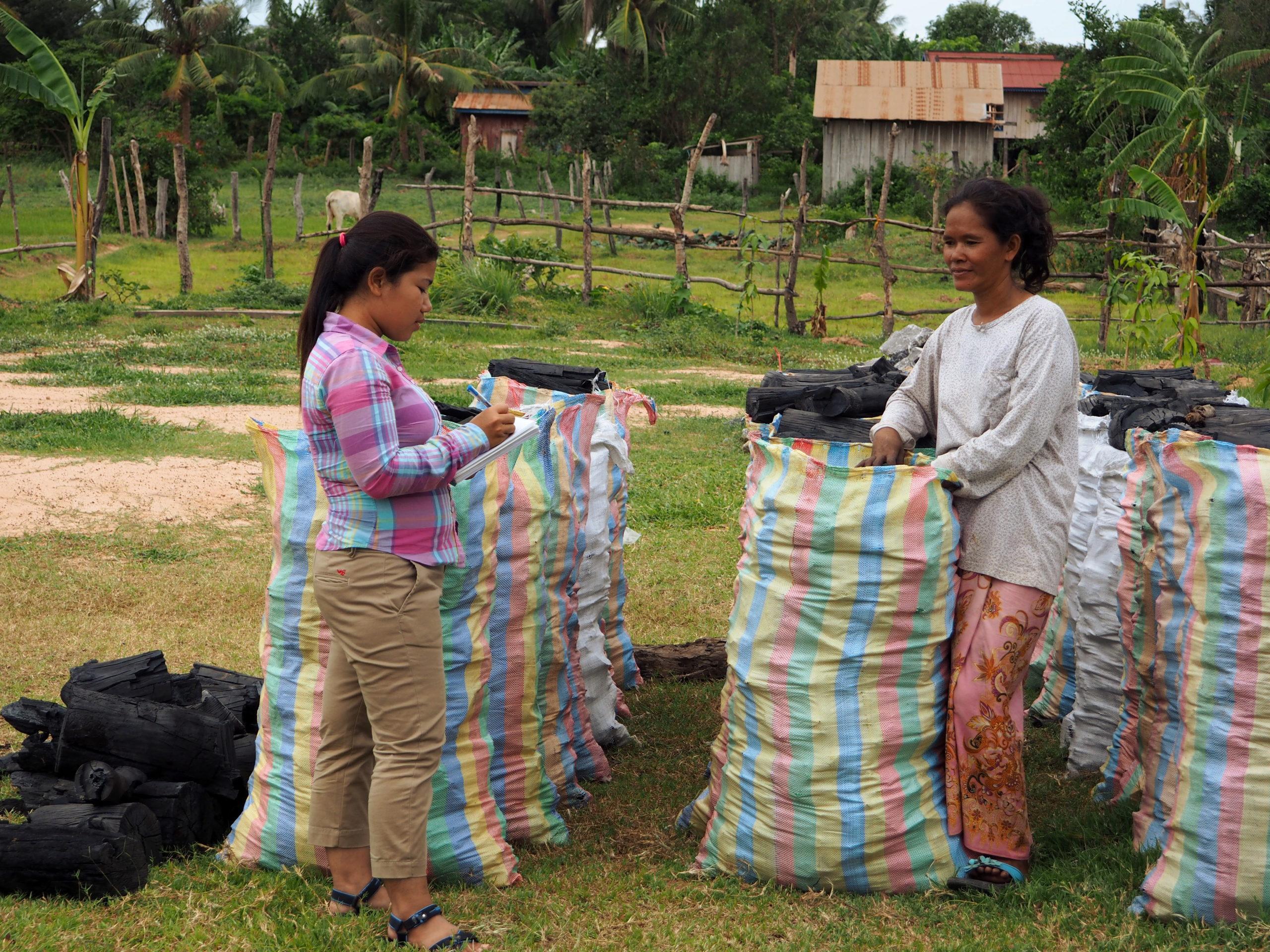 Femmes engagées cambodge charbon de bois durable cambodge